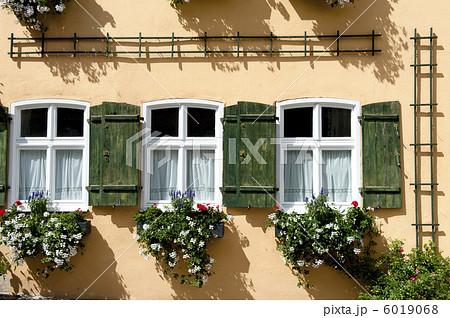 ドイツ田舎町の家の窓