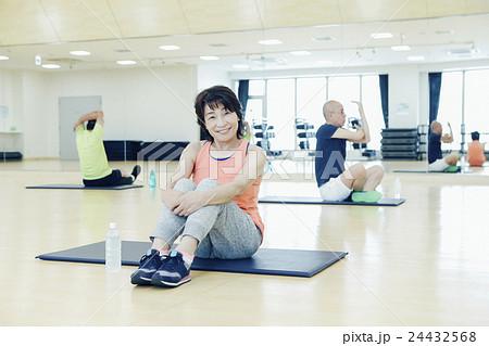 ac648b28209 シニア 女性 フィットネスクラブ 休憩の写真素材 - PIXTA
