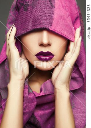 紫頭巾 ずきん 頭巾の写真素材 -...