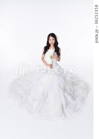 eef0269da07ef ウェディングドレス 韓国人 韓国の人 幸せの写真素材 - PIXTA