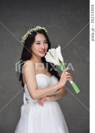 03887ff41c680 花嫁 ウェディングドレス ブーケ · 花嫁 ウェディングドレス ビューティー